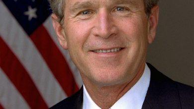 صورة جورج بوش يطرد جندي أمريكي سابق بعد فضحه