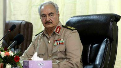 صورة خليفة حفتر يعلّق مهماته العسكرية رسمياً