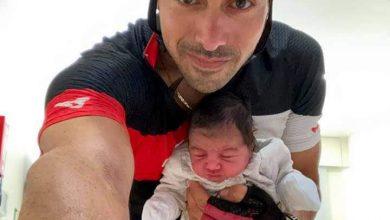 صورة إضطّر أن يذهب الى المشفى بدراجته الهوائية من أجل إتمام عملية ولادة