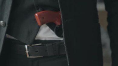 صورة نائب قواتي دخل المجلس وبحوزته مسدس… وهذا ما فعله حرس المجلس